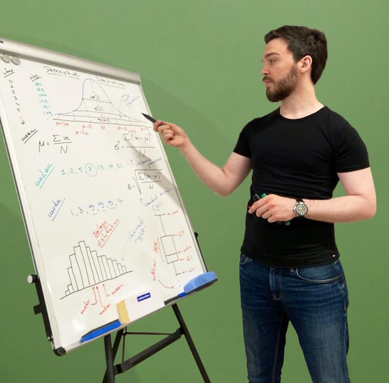 Дмитрий Макаров преподает на курсах по машинному обучению